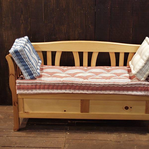 fabrication de matelas decoratifs ornant du mobilier